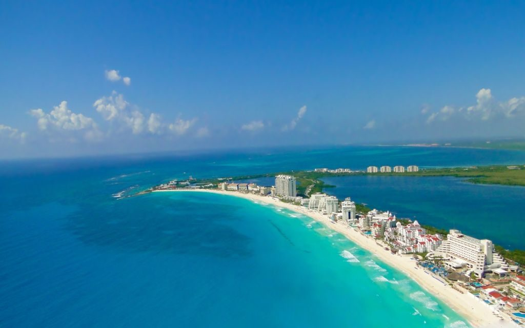Cancun Wallpaper Chrome Theme – 'Place of the Gold Snake'