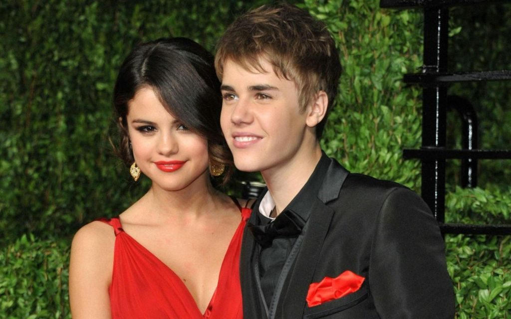 Selena Gomez & Justin Bieber's Never-Ending Love Story + Wallpapers!