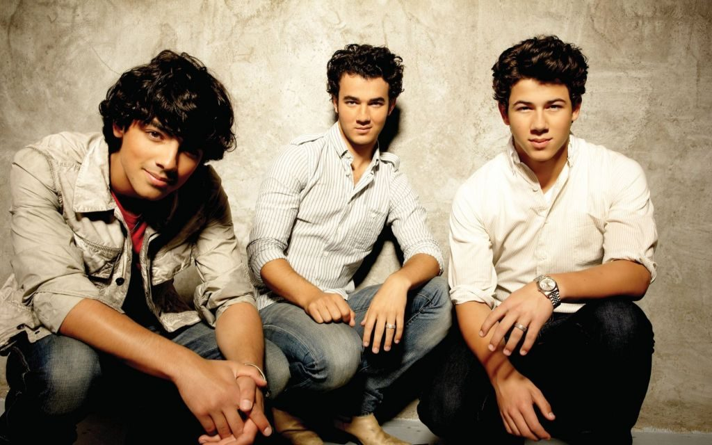 The Jonas Brothers HD Wallpapers & Nick's Awkward Date with Selena Gomez!