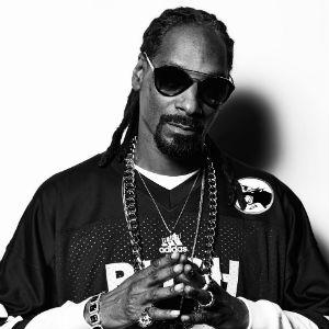 Snoop Dogg Who Am I Background