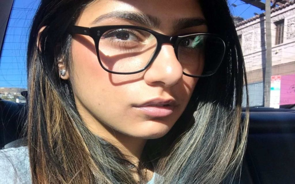 Mia Khalifa HD Wallpapers + Her Life!